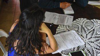 Yanina llegó hace dos años a Comodoro Rivadavia para trabajar de empleada doméstica. Dice que su ex pareja, hace semanas, la golpeó salvajemente.