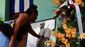 Ciudadanos de todas las edades fueron al Memorial José Martí para rendir su homenaje al líder fallecido.