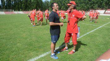 El Rojo entrena sin descanso en La Chacra pensando en Roca.
