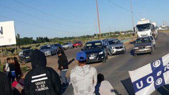 un conductor atropello a tres piqueteros sobre la ruta 22