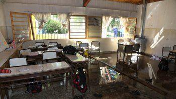 se incendio un aula en una escuela y evacuaron a los alumnos