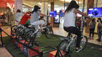 ayuda a papa noel a llegar a neuquen con estas bicis de realidad virtual en el portal de la patagonia