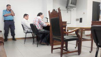 Nahuel Andrés Aguilera y su abogado defensor, Gustavo Vitale.