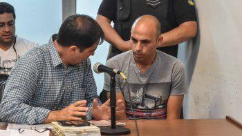 Alejandro Lagos y su defensor, durante la audiencia realizada ayer.