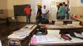 Las aulas quedaron mojadas tras apagar el incendio en el entretecho.