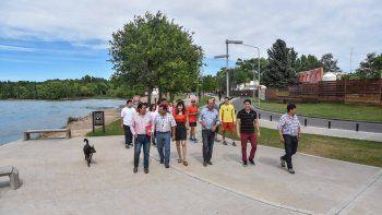 el municipio neuquino asegura que el agua es apta para banarse