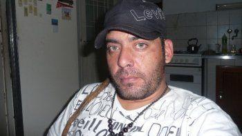 Ariel Maximiliano Catalán es el músico acusado. Su banda se disolvió por lo que pasó. Su ex compañeros lo repudiaron.