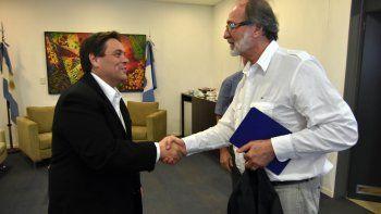 El concejal Sebastián dAmorim junto a Daniel Chain.