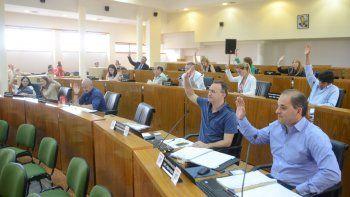 Los concejales decidieron crear otro certamen que elija a jóvenes destacados en actividades deportivas y culturales.