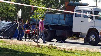 un motociclista murio atropellado por un camion en cutral co