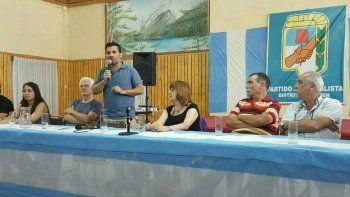 El diputado nacional, ayer en el Club de Abuelos del barrio Belgrano.