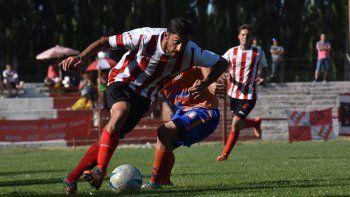 El delantero no desentonó jugando como volante y hasta llegó al gol.