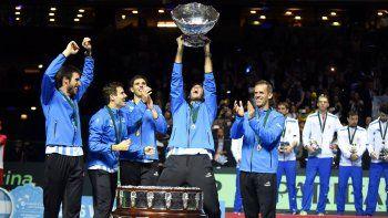 Orsanic aplaude a sus jugadores en un momento histórico. Destaca la unión del equipo.