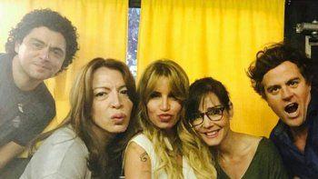 Flor Peña, con Alberto Ajaka, Lizy Tagliani, Paola Krum y Mike Amigorena.