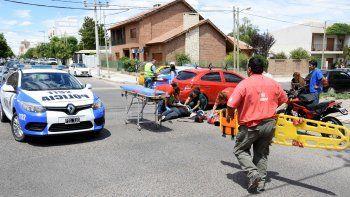 dos motociclistas heridos tras un choque contra un auto