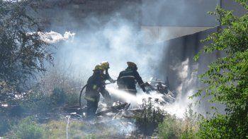 se incendio una casa abandonada ubicada a metros de una clinica del bajo de la ciudad