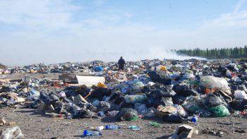 A pesar de la existencia de un proyecto de basural regional rionegrino, el intendente de Cipolletti tomó la decisión de trasladar la basura a Neuquén.