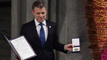 El presidente colombiano al momento de recibir el Premio Nobel de la Paz en Oslo.