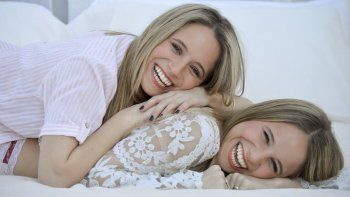 Las gemelas roquenses, de Gran Hermano a la temporada teatral.