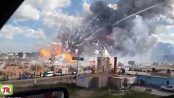 Así fue la impresionante explosión en un mercado de pirotecnia