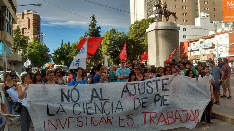 Se manifestaron en el Monumento contra los despidos en CONICET