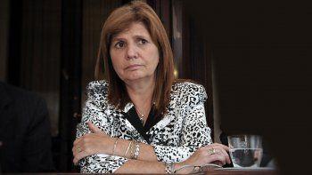 para bullrich, los paraguayos y peruanos vienen a vender droga
