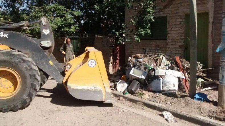 El municipio retira residuos voluminosos en San Lorenzo Norte