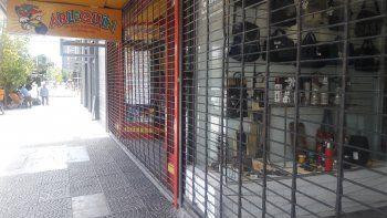 Comercios neuquinos respetaron el horario y cerraron a las 13