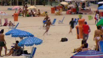 Mirá cómo turistas molieron a palos a un ladrón en Brasil