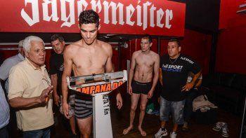 Mauro Godoy dio el peso en medio de una jornada de incertidumbre. El campeón se quedó sin título en la balanza. Si gana el cordobés, el cetro queda vacante. Si no, el Rayo se consagrará.