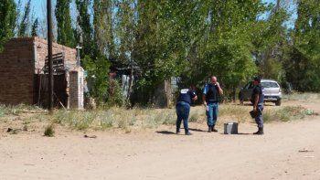 Personal policial realizó los peritajes criminalísticos de rigor en la casa de la víctima.