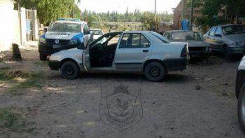 El Renault 19 tenía pedido de secuestro por un robo ocurrido el miércoles.