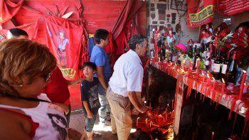 El fervor por el Gauchito sigue, pero el santuario regional está en crisis.