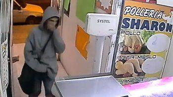 con cuchillos en mano, un comerciante del barrio san lorenzo frustro el robo a una polleria