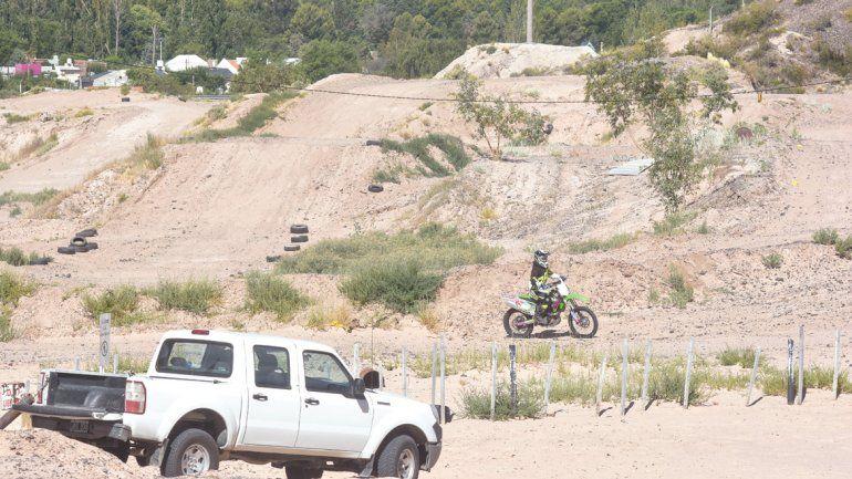 Prohíben las carreras de motocross en las bardas