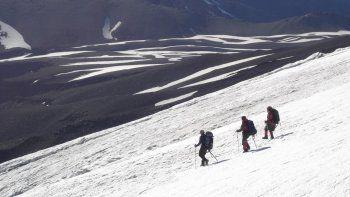 Rescatistas lograron encontrar a los andinistas varados en el Lanín