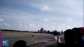 un piloto fallecio luego de estrellar su avion en una exhibicion