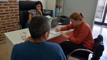 El hombre contó su drama a LM Neuquén con la voz quebrada. Estuvo presente su abogada penal Marina Díaz.