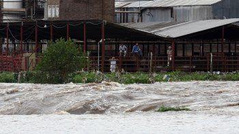El gobernador santafesino habla de canales que sacan el agua de Córdoba.