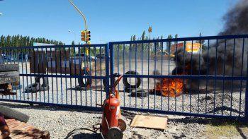 petroleros reclaman que fueron despedidos sin indemnizacion