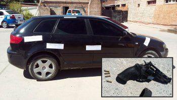 detuvieron al conductor de un audi con billetes falsos y un revolver calibre 22