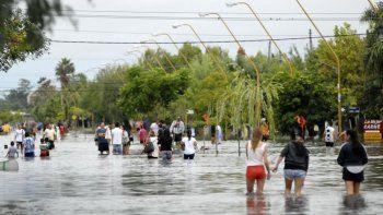 La inundación afectó violentamente a La Emilia, límite entre Bs.As. y Santa Fe.