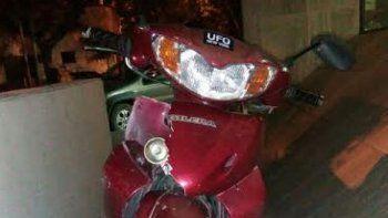 La motocicleta 110 cc de color bordó que robaron los delincuentes.