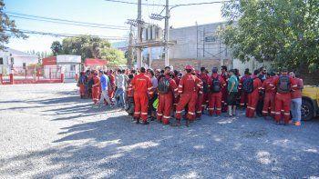 Trabajadores de Halliburton siguen reclamando por los despidos.