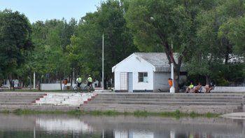 El balneario municipal sigue cerrado a los bañistas por la contaminación.