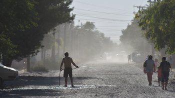 El polvo en suspensión es un panorama habitual en ese sector de la ciudad.