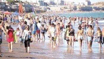 Desde ayer las playas se ven colmadas en el balneario rionegrino.