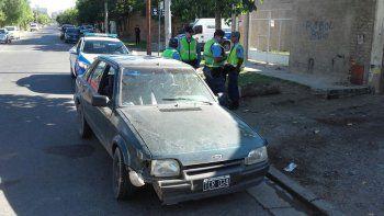 quisieron robar la bateria de un auto y terminaron a los tiros con la policia
