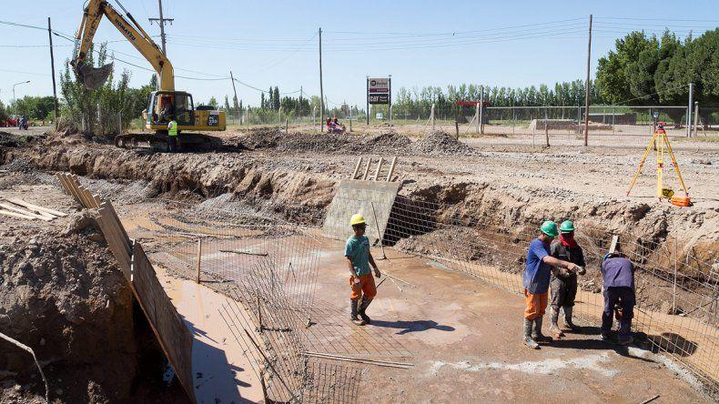 Los operarios siguen trabajando en una obra eterna en la región.