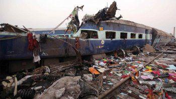 descarrilo un tren en la india y murieron 36 personas